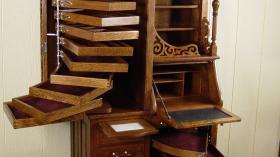 Старинный шкаф из дуба 1900 года для стоматологического кабинета