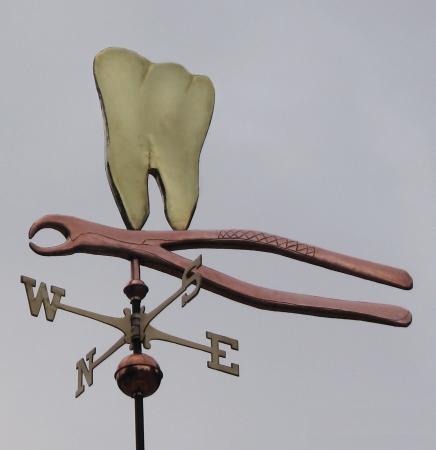 Флюгер на доме стоматолога 2