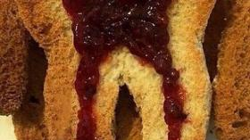 Утренний тост с джемом