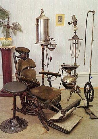Оборудование зубоврачебного кабинета XIX века