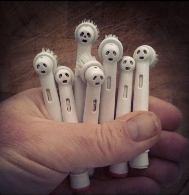 Напуганные головы зубных щеток