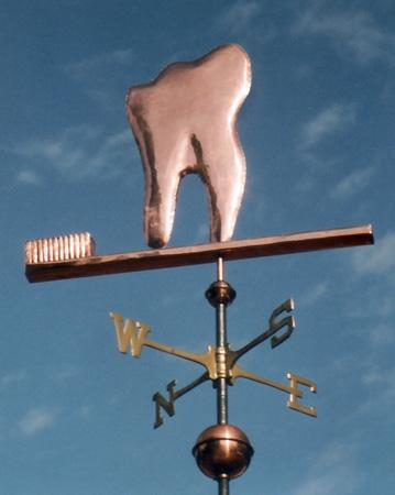 Флюгер на доме стоматолога