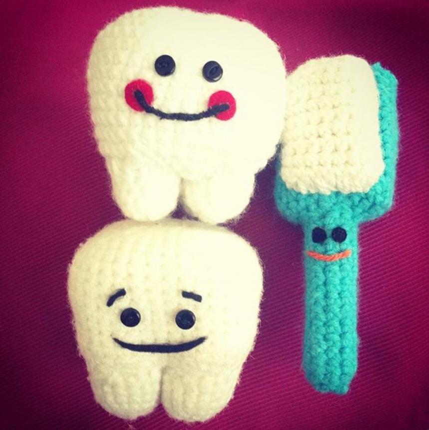 Вязанные зубики и щетка