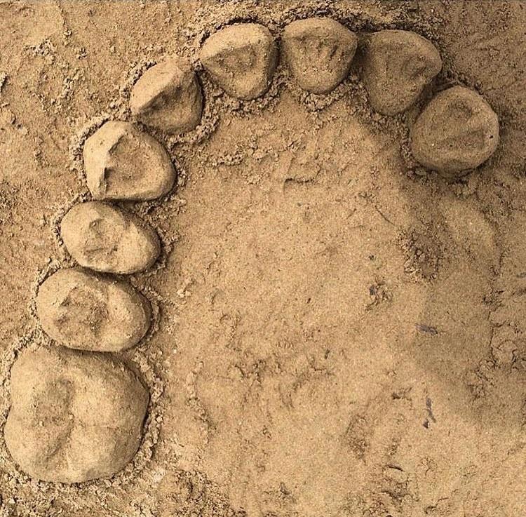 Зуб из песка 11