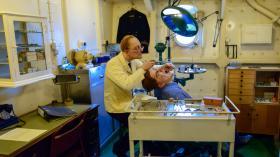 """Стоматологический кабинет на крейсере - музее """"Белфаст"""""""