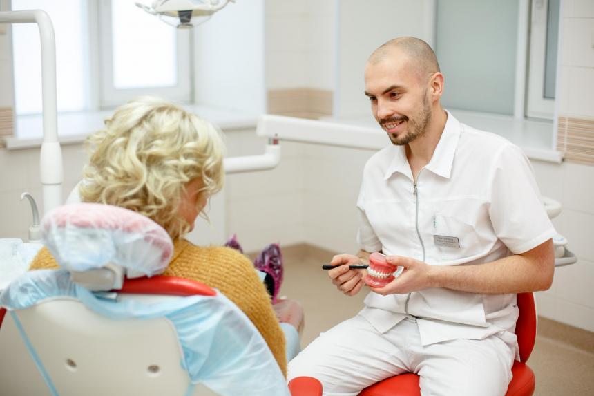 Консультация у хирурга-имплантолога