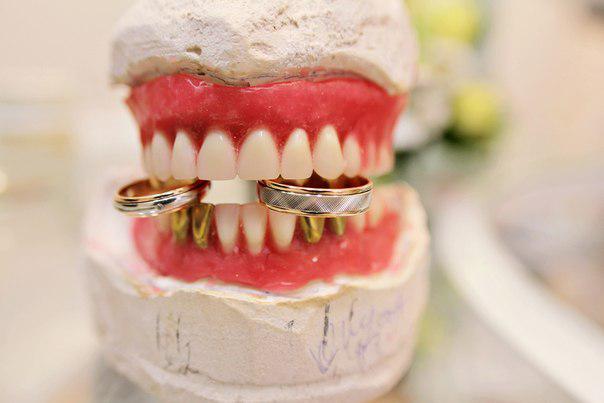 Предложение руки и сердца по стоматологически