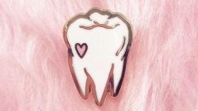 Зубная брошь