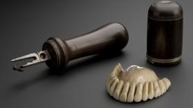 Инструмент, с помощью которого вырезали из слоновой кости протез