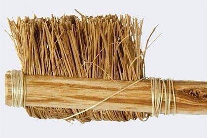 Одна из первых зубных щеток в мире