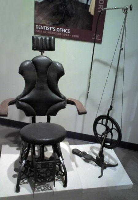 Стоматологическое кресло 1870г.