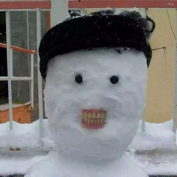 Зубастый снеговик