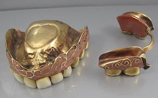 Старинные зубные протезы