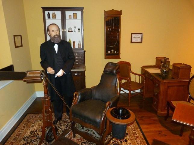 Музейная копия стоматологического кабинета доктора Блэка