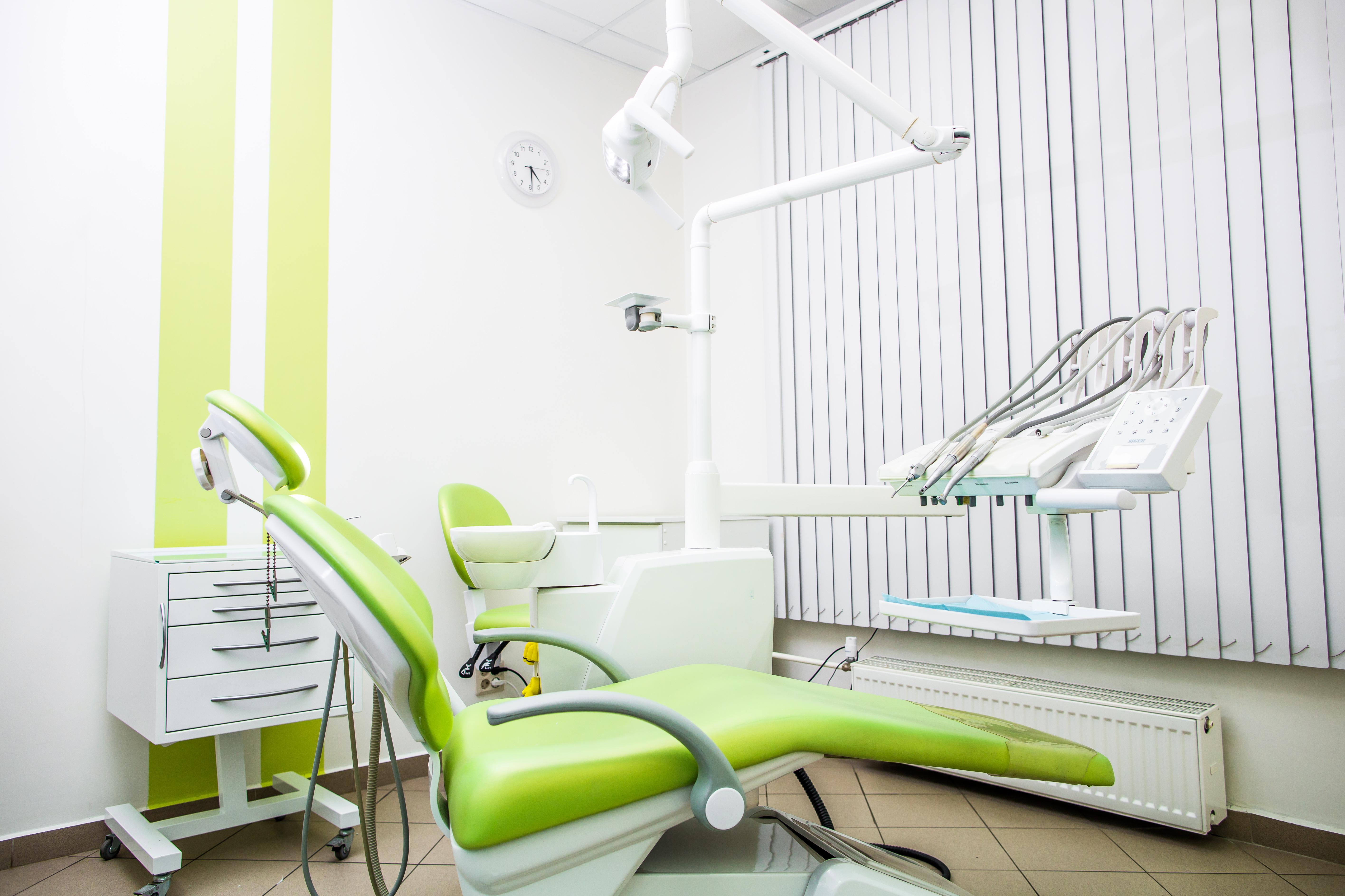 отбеливание зубов питер