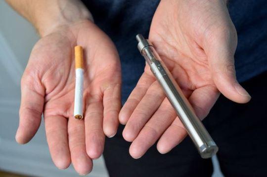 Курение электронных сигарет разрушает верхний слой клеток в ротовой полости