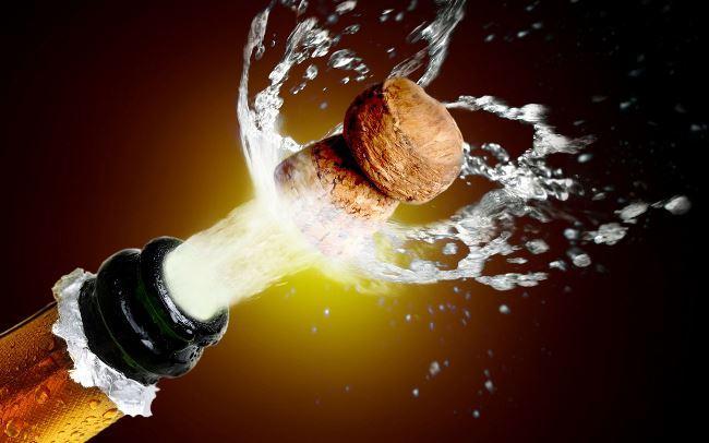 Эксперимент ученых о вреде шампанского для зубной эмали