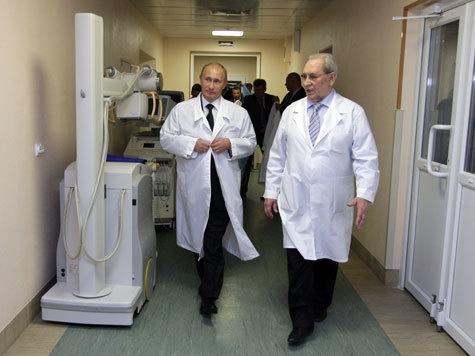 Владимир Путин в белом халате