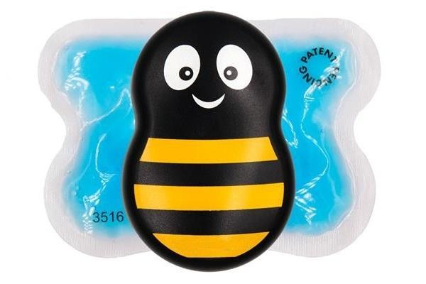Устройство в виде пчелки с охлаждающим и вибрирующим эффектом помогает снизить тревожность у ребенка при введении анестезии