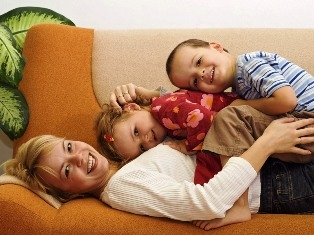 Стоматологическое исследование Университета Кейс Вестерн Резерв обнаружило связь между эмоциональным здоровьем мам и их детей-подростков