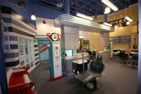 Арканзасский стоматологический кабинет в стиле 1950-х
