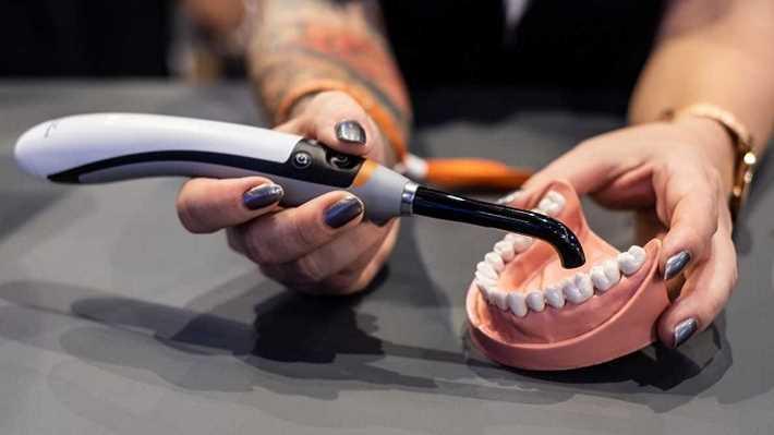 Прямые реставрации жевательных зубов более быстрым способом с помощью системы PowerCure от Ivoclar Vivadent