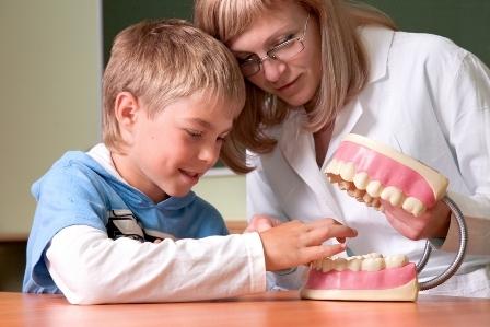 Плохое состояние полости рта ассоциировано со школьными прогулами и низкими оценками