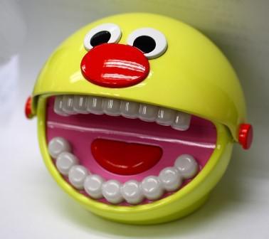 Обучающая игрушка BrushyBall научит ребенка правильно чистить зубы
