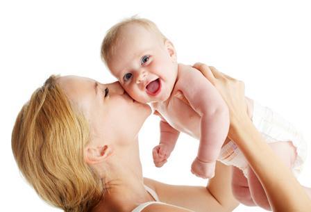 Бактерии ротовой полости матери могут переходить ребенку, создавая почву для развития кариеса