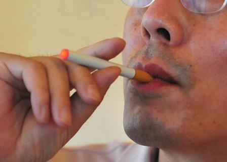 Ученые собираются изучить влияние курения электронных сигарет на здоровье полости рта