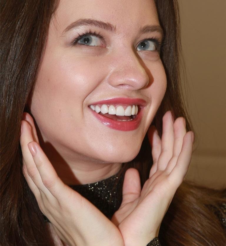 исправление кривизны зубов винирами фото