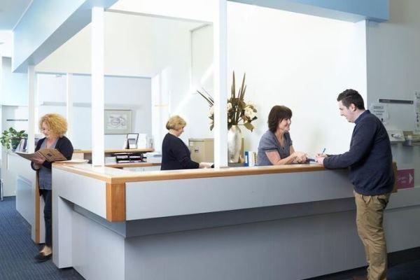 Разбор полетов: администратор по телефону записывает на консультацию