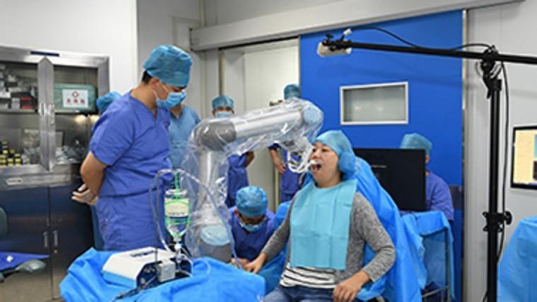 В Китае провели первую полностью автоматизированную операцию по зубной имплантации с помощью робота