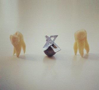Битва зубов на лезвиях для скальпеля