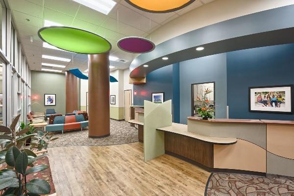 Как превратить стоматологическую клинику в место, где пациентам будет приятно ждать визита