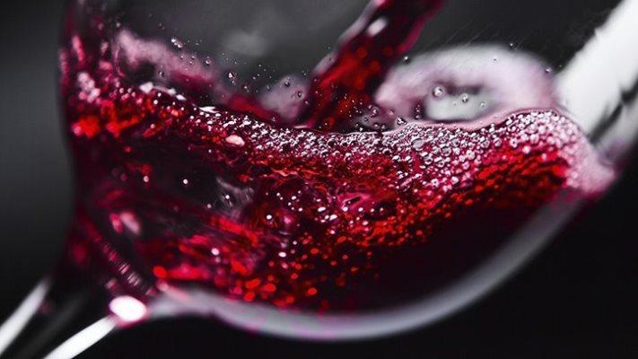 Вещества в составе красного вина способствуют профилактике кариеса и заболеваний десен