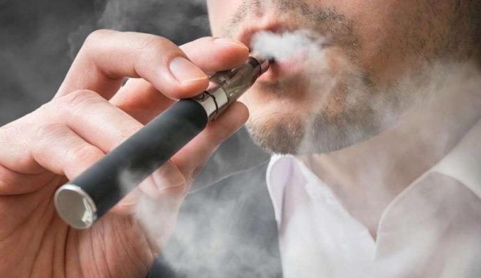 Курение электронных сигарет связали с большим числом кариозных полостей у человека